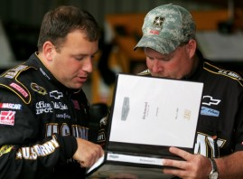 Ryan Newman goes over pre fight strategy with crew chief Tony Gibson